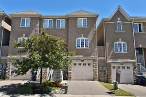 Sunfilled Townhome (1732 Sf) With Private Backyard!