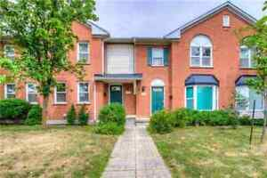 Beautiful Well Maintained 3BR Townhome In Central Erin Mills