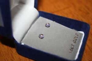 Beautiful 14k gold tanzanite stud earrings. London Ontario image 2