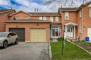 FREEHOLD TOWNHOUSE AT YONGE AND ELGIN MILLS, RICHMOND HILL!