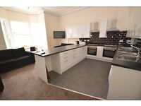 STUDENTS 17/18: Tasteful and modern 7 bed flat in central location available September - NO FEES!