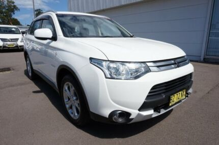 2014 Mitsubishi Outlander ZJ MY14.5 ES 4WD White 6 Speed Constant Variable Wagon Cardiff Lake Macquarie Area Preview