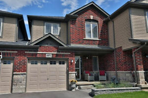 Gorgeous Semi-Detached Home! ID3210984