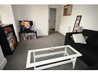STUDENTS 17/18: Spacious 3 bedroom HMO flat in central Newington area available June - NO FEES