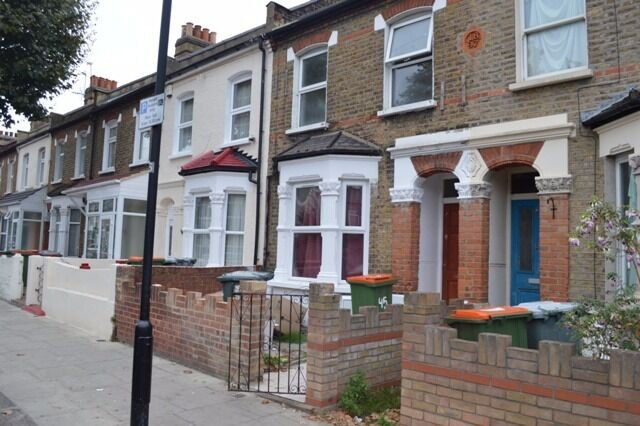 Newly Refurbished 3 Bedroom Terraced House with Garden
