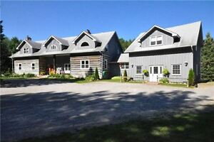 LOCATION Beautiful Log Home Investment By The 404 HWY Newmarket!