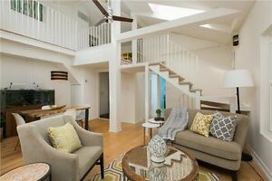 The Beaches-Rare Loft Vaulted Ceilings Fireplace Deck Must See!