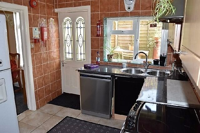 Double room in excellent house - Bills Included