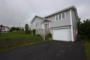 Fantastic family home with in house garage in Paradise!
