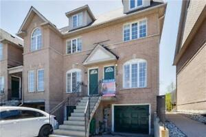 Beautiful End Unit Townhouse With Natural Lights for sale(5201)