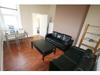 3 bedroom flat in Rothbury Terrace, Heaton, Newcastle Upon Tyne, NE6