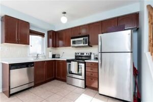 Mississauga Renovated Townhome For Amazing Price In Lisgar!