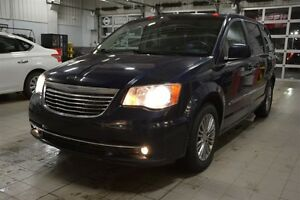 2014 Chrysler Town & Country TOWN & COUNTRY Accident Free,  Leat