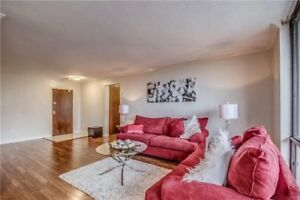 ABSOLUTELY STUNNING  & SPACIOUS 3 BR BY THE LAKE IN PICKERING!
