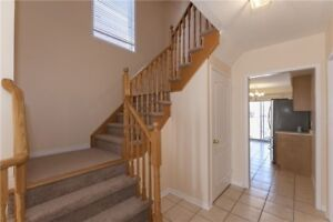 Immaculate 4 Bedroom End Unit Home In East Credit X5180588 AP12
