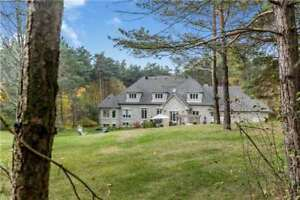 Stunning Detached  Home *****