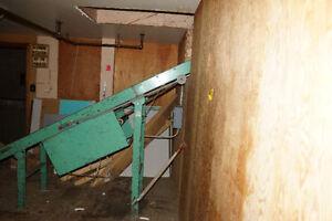 working conveyor belt