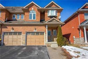 Spacious Townhouse For Sale In Oakville!