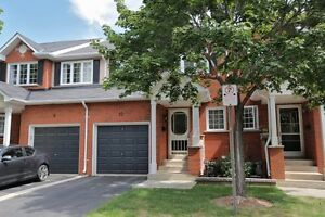 EXTRA EXTRA CLEAN, LIKE NEW- 3bd 3bth Burlington townhome.