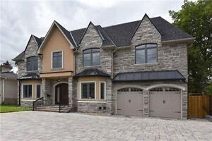 Stunning 2-Storey House In Superior Location At Willowdale Ave