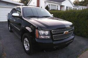 2012 Chevy Avalanche - Excellent Condition