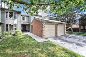 LARGE Family-Size condo-townhome in Erin Mills! Prime Location!