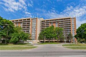 Meadowvale 2 Bdrm Condo Apt W/ 2 Parkings + 1 Locker