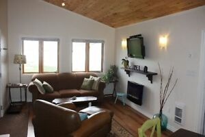Quality oceanfront cottage/ bridge view-only 1 week left in Aug.