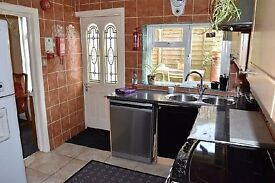 Lovely Double room with en suite shower room - Bills Included