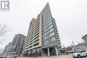Brilliant South Facing 700Sf, 1 Bedroom + Den And 2 Washrooms