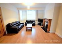 **3 bedroom semi detached house minutes from Woodside Park Station available! Modern&spacious**