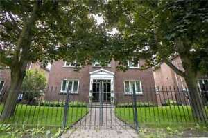 2+1 Br Classy & Charming Victorian Style Home! At Claxton Blvd