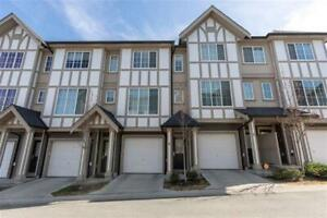 Beautiful Abbotsford Townhouse! - w/ hot tub & outdoor pool!