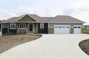3bd 3ba/1hba Home for Sale in Rural Parkland County