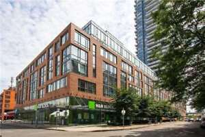 1+DEN St.Lawrence Market Uniq 2-Storey Townhome in the Sky!
