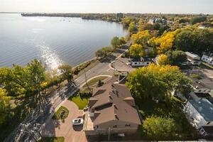 Pointe Claire By The Water-Bright-Renovated 4 ½ -Dazzling Views West Island Greater Montréal image 7
