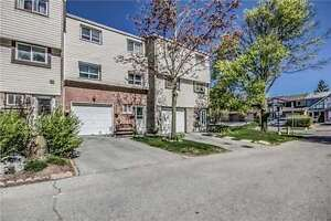 A Beautiful And Spacious ,Well Maintained 3 bdrm Townhouse