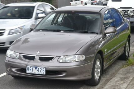 1999 Holden Berlina Vtii Silver & Gold 4 Speed Automatic Sedan Briar Hill Banyule Area Preview