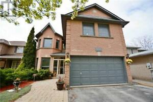 900 COLLEGE MANOR DR Newmarket, Ontario