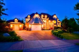 BEAUTIFUL QUALTIY Built Family Home with SUITE!