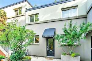 ★3 STOREY TOWNHOME - Danforth and Jones (Parking Included)★