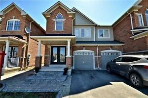 Luxury 3 Bedroom End-Unit Townhome in Milton