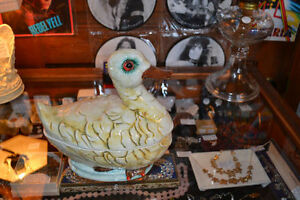 MINT CONDITION ~ LARGE VINTAGE DUCK TUREEN ~ 40+ YEARS OLD