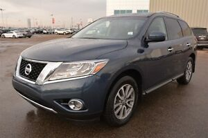 2015 Nissan Pathfinder SV AWD Accident Free,  Heated Seats,  3rd