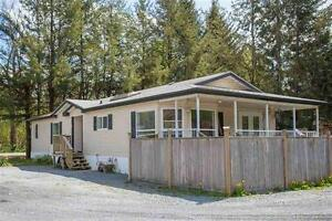 For Sale - 9 year old double wide immaculate mobile home