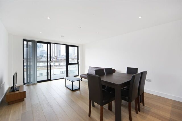 2 bedroom flat in Kensington Apartments, 11 Commercial Street, Aldgate