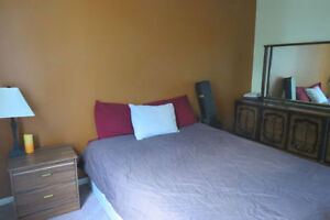 ROOM FOR RENT ! $425/mth Furnished ! Close To LU and Amenities!