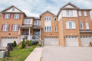 BEAUTIFUL FREEHOLD 3 STOREY TOWNHOUSE IN BRONTE CREEK!!