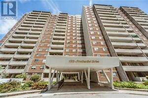 Spacious And Sunny Condo,2Br,1Wr, 100 PRUDENTIAL Drive , Toronto
