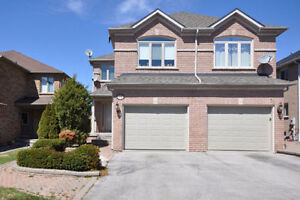 """""""Beautiful house for rent in Aurora (Bayview & Wellington)"""""""